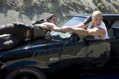 «Форсаж 4» (Fast and Furious)  Режиссер: Джастин Лин В ролях: Вин Дизель, Пол Уокер, Мишель Родригес, Джордана Брюстер, Джон Ортиц, Лаз Алонсо, Шиа Уайгем, Лиза Лапира