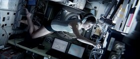 «Гравитация» (Gravity)  Режиссер: Альфонсо Куарон В ролях: Сандра Баллок, Джордж Клуни, Basher Savage