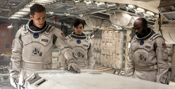 «Интерстеллар» (Interstellar)  Режиссёр: Кристофер Нолан В ролях: Мэттью Макконахи, Энн Хэтэуэй, Джессика Честейн, Майкл Кейн, Кейси Аффлек, Билл Ирвин