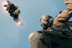 «Железный человек» (Iron Man)  Режиссер: Джон Фавро В ролях: Роберт Дауни-младший, Гвинет Пэлтроу