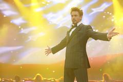«Железный человек - 2» (Iron Man 2)  Режиссер: Джон Фавро В ролях: Роберт Дауни мл., Микки Рурк, Скарлетт Йоханссон, Сэмюэл Л. Джексон, Гвинет Пэлтроу, Пол Беттани, Сэм Рокуэлл, Дон Чидл