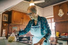 Спрячь бабушку в холодильнике