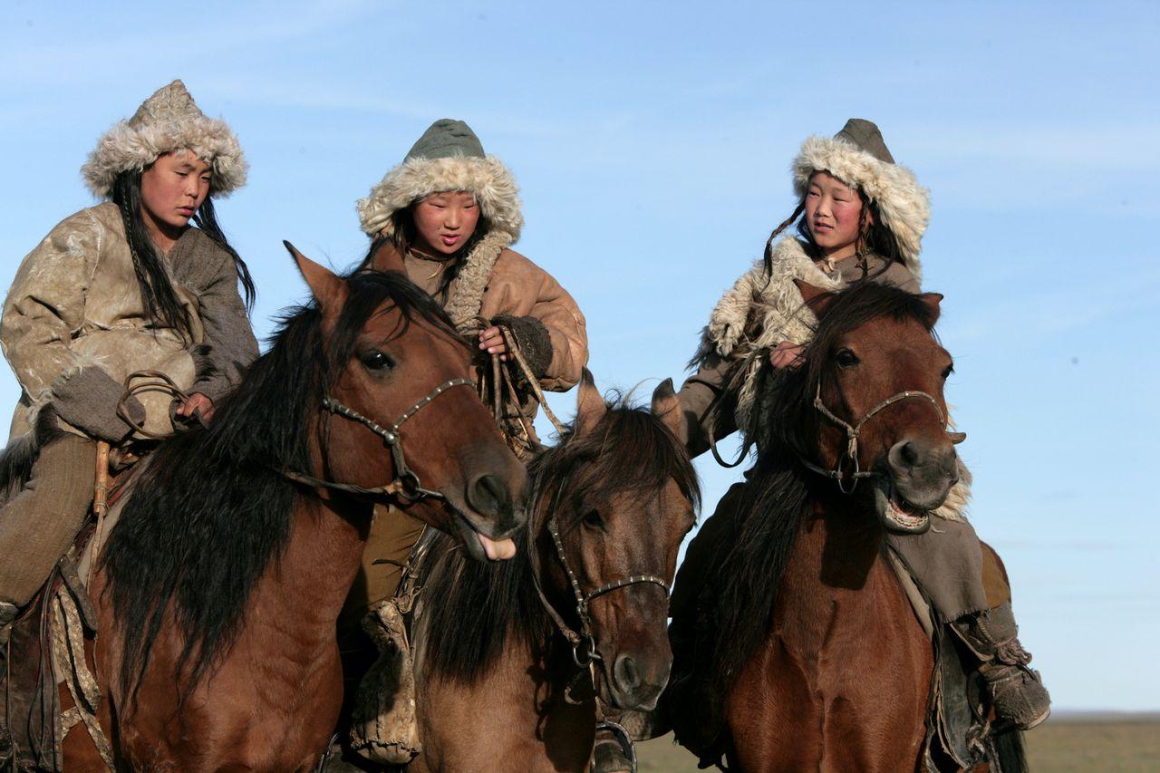 mongol Mongol manufacturer: vladof type: rocket launcher model: mongol rarity: legendary element: any ×4 damage: 244 – 1664 accuracy: 890 – 973 fire rate: 1 – 14 magazine capacity: 9 – 11 game borderlands special part(s): barrel1_vladof_mongol the mongol (borderlands) is a legendary rocket launcher.