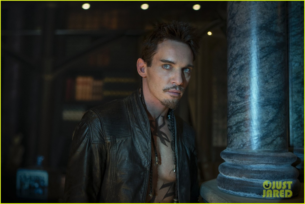 http://media.kino-govno.com/images/mortalinstruments/mortalinstruments_10.jpg
