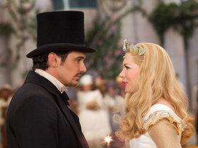 «Оз: Великий и ужасный» (Oz: The Great and Powerful)  Режиссер: Сэм Рейми В ролях: Джеймс Франко, Мила Кунис, Рэйчел Вайс, Мишель Уильямс, Зак Брафф, Джоуи Кинг, Брюс Кэмпбелл