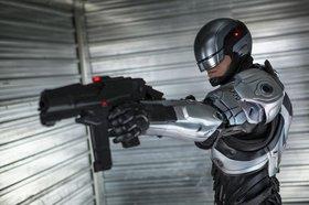 «РобоКоп» (RoboCop)  Режиссер:  В ролях: Полицейский Алекс Мёрфи, жестоко убитый бандитами, стараниями корпорации OCP