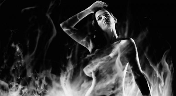 «Город грехов - 2: Женщина, ради которой стоит убивать 3D» (Sin City: A Dame to Kill For)  Режиссёр: Роберт Родригес В ролях: Розарио Доусон, Мики Рурк, Девон Аоки, Майкл Мэдсен, Деннис Хейсберт