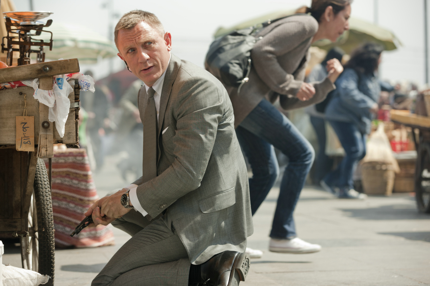 Et alors que le mi6 se fait attaquer, 007 devra