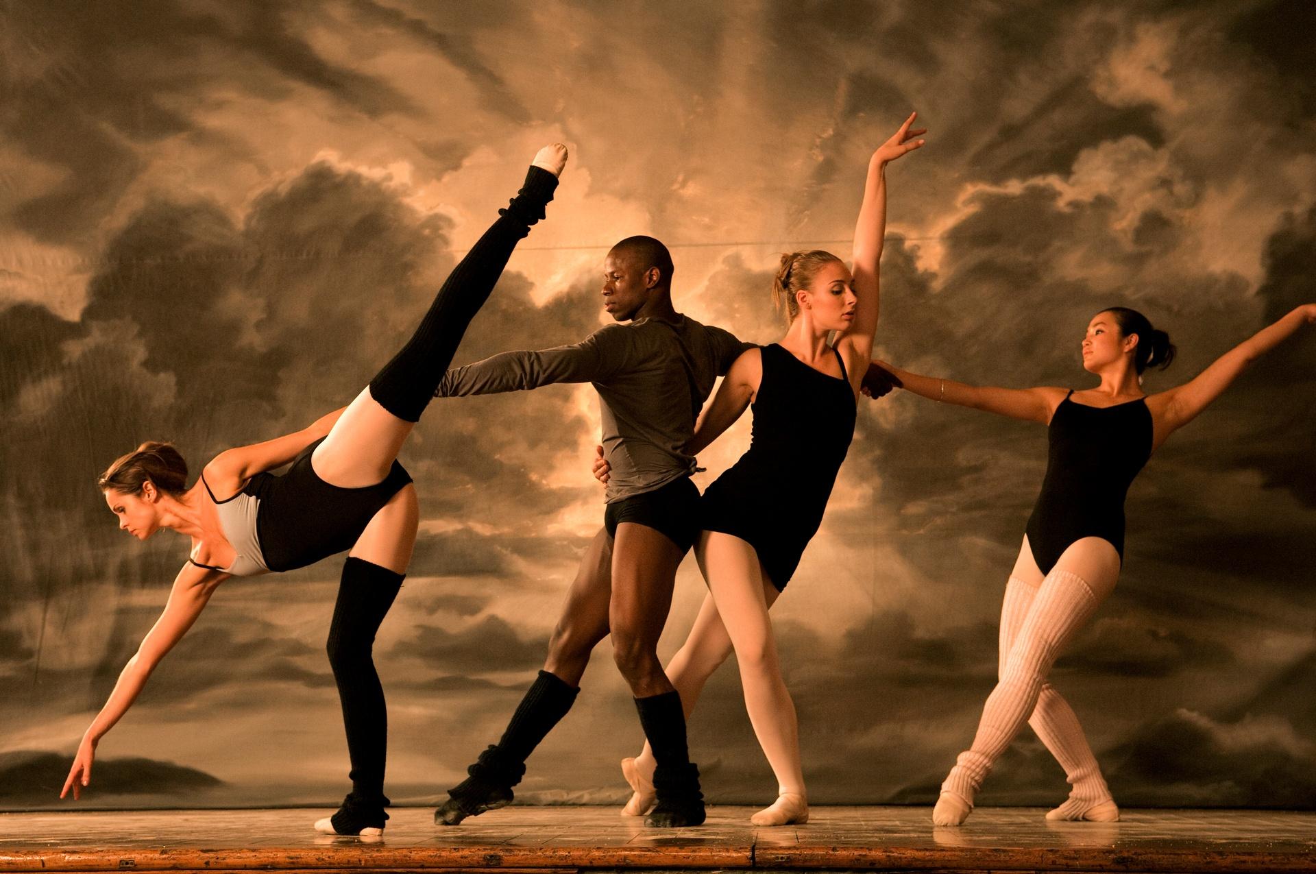 сегодняшнем интересном танцы с картинками разберёмся