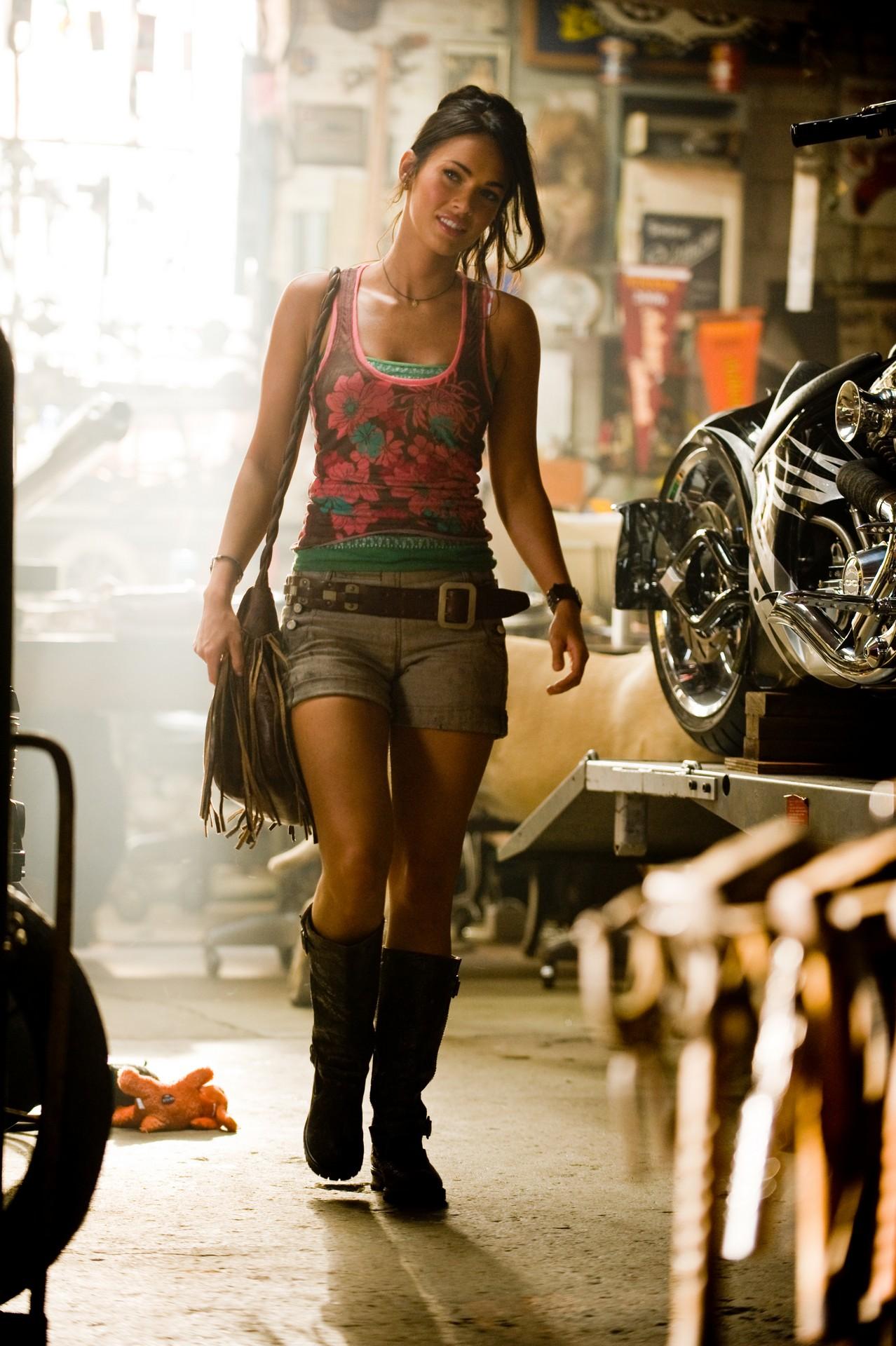 http://media.kino-govno.com/images/transformers2/transformers2_22.jpg
