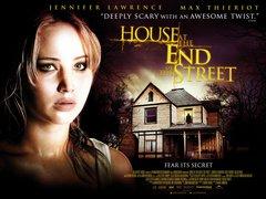 Постеры фильма «Дом в конце улицы»