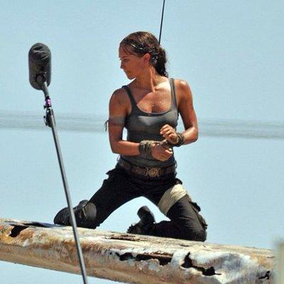 Промо-арт фильма «Tomb Raider: Лара Крофт»
