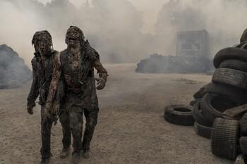 Кадры из сериала «Ходячие мертвецы: Мир за пределами»